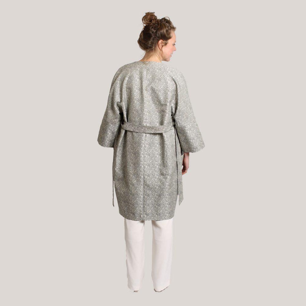 Kimonojas 'Regendruppel' op model, achter