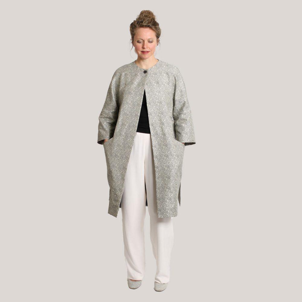 Kimonojas 'Regendruppel' op model, voor