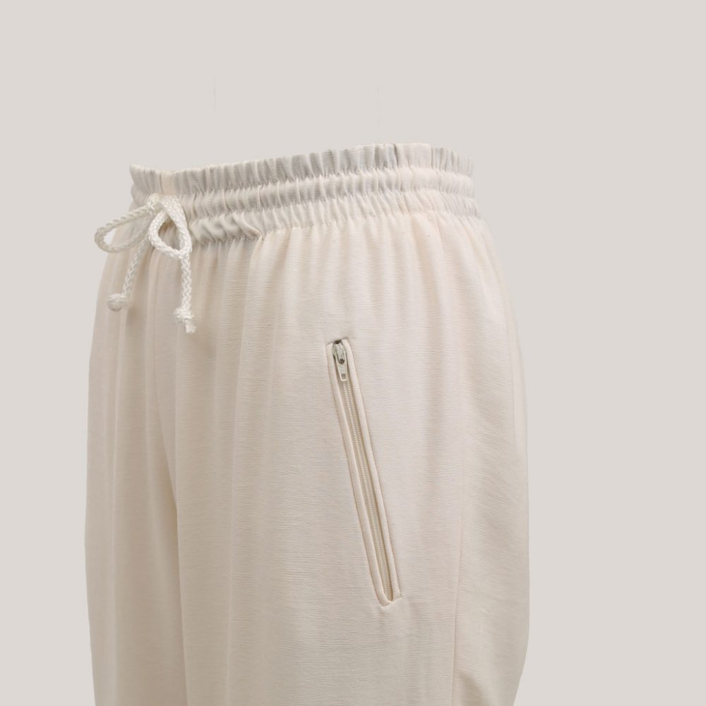 Zomerbroek 'Relax' in de kleur wit, detail
