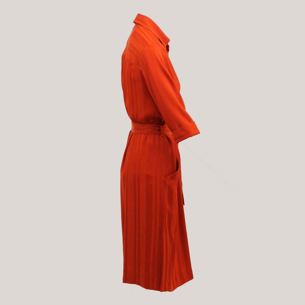 Rode robe manteau, zijaanzicht