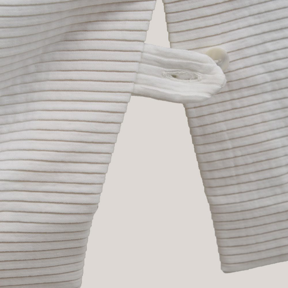 Kokerrok met split 'Ribbelwit', detail